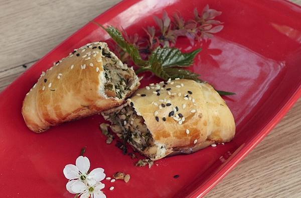 Рецепт «Рулет с орехами и ароматными травами»
