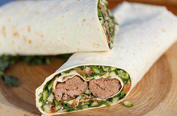 Люля-кебаб со свежим салатом