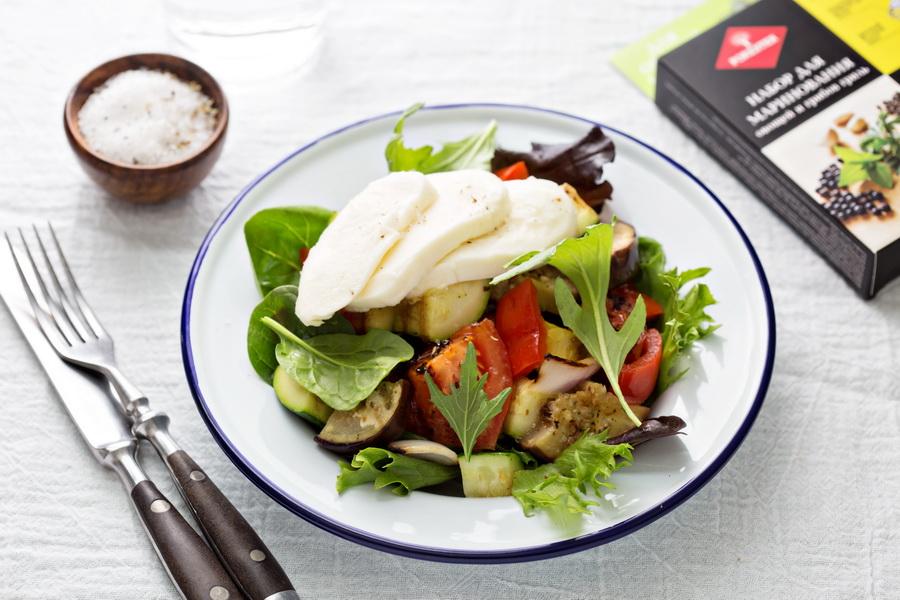 Рецепт «Салат из овощей гриль с моцареллой»