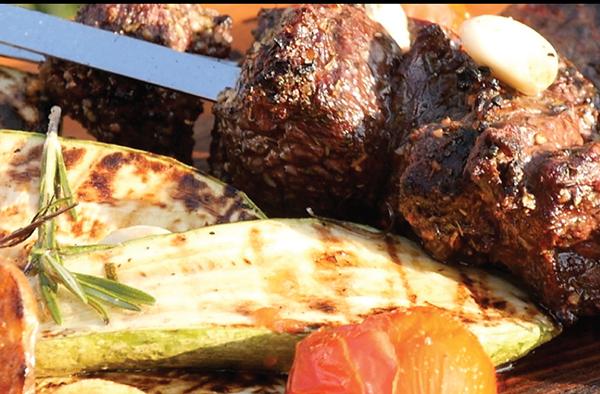 Шашлык из говядины с овощным гарниром