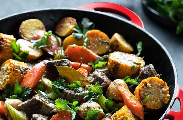 Говядина тушёная с овощами