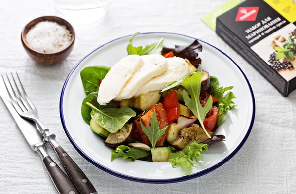 Салат из овощей гриль с моцареллой