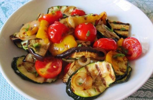Рецепты с приправами Forester: теплый салат-гриль